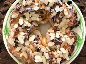 Apricot Nut Christmas Crown (Recipe)