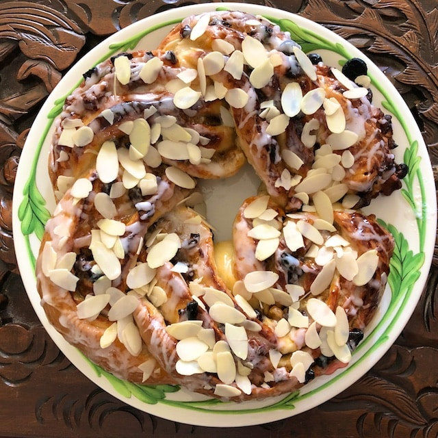 Apricot Nut Christmas Crown Recipe