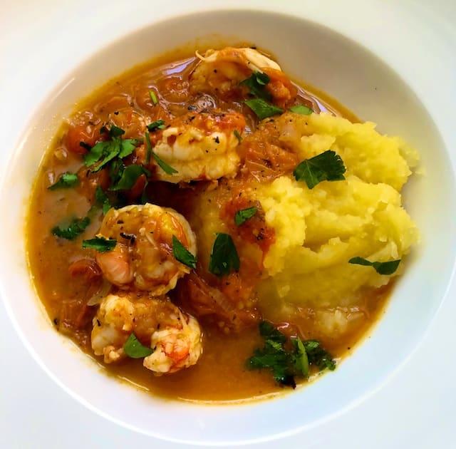 Spicy shrimp on mashed potatoes (recipe)